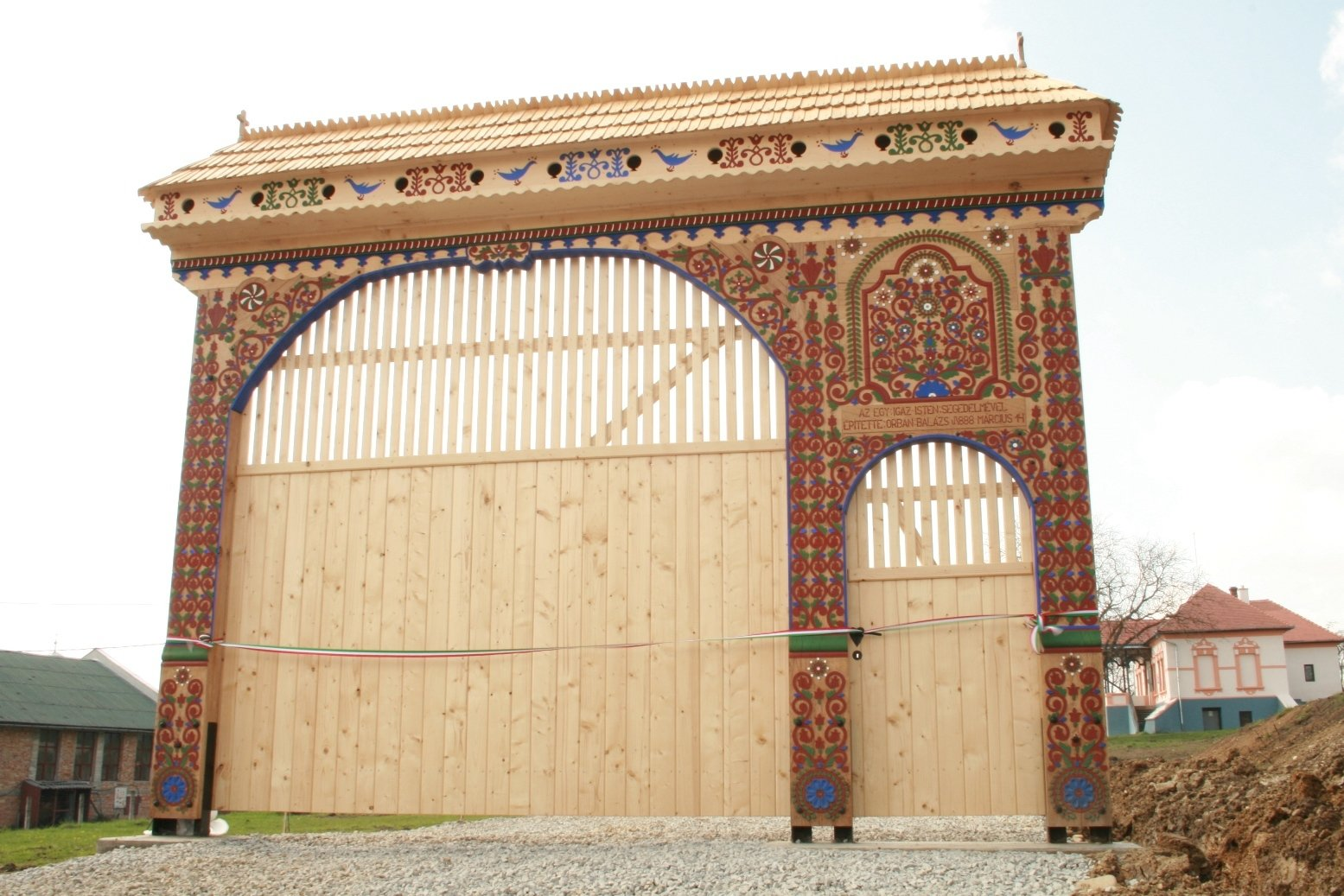 Szekler gate: the largest and most complex gate of its kind in North America