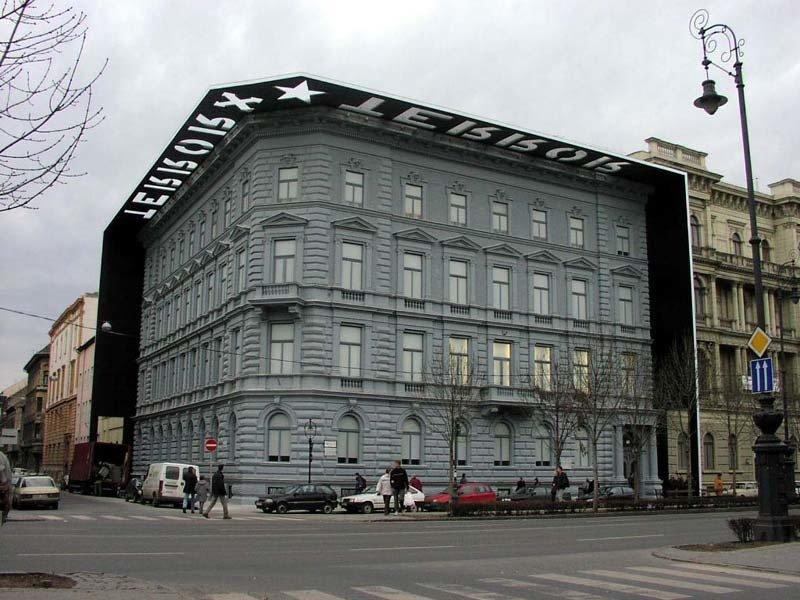 Fidesz condemns vandalisation of Terror House Museum