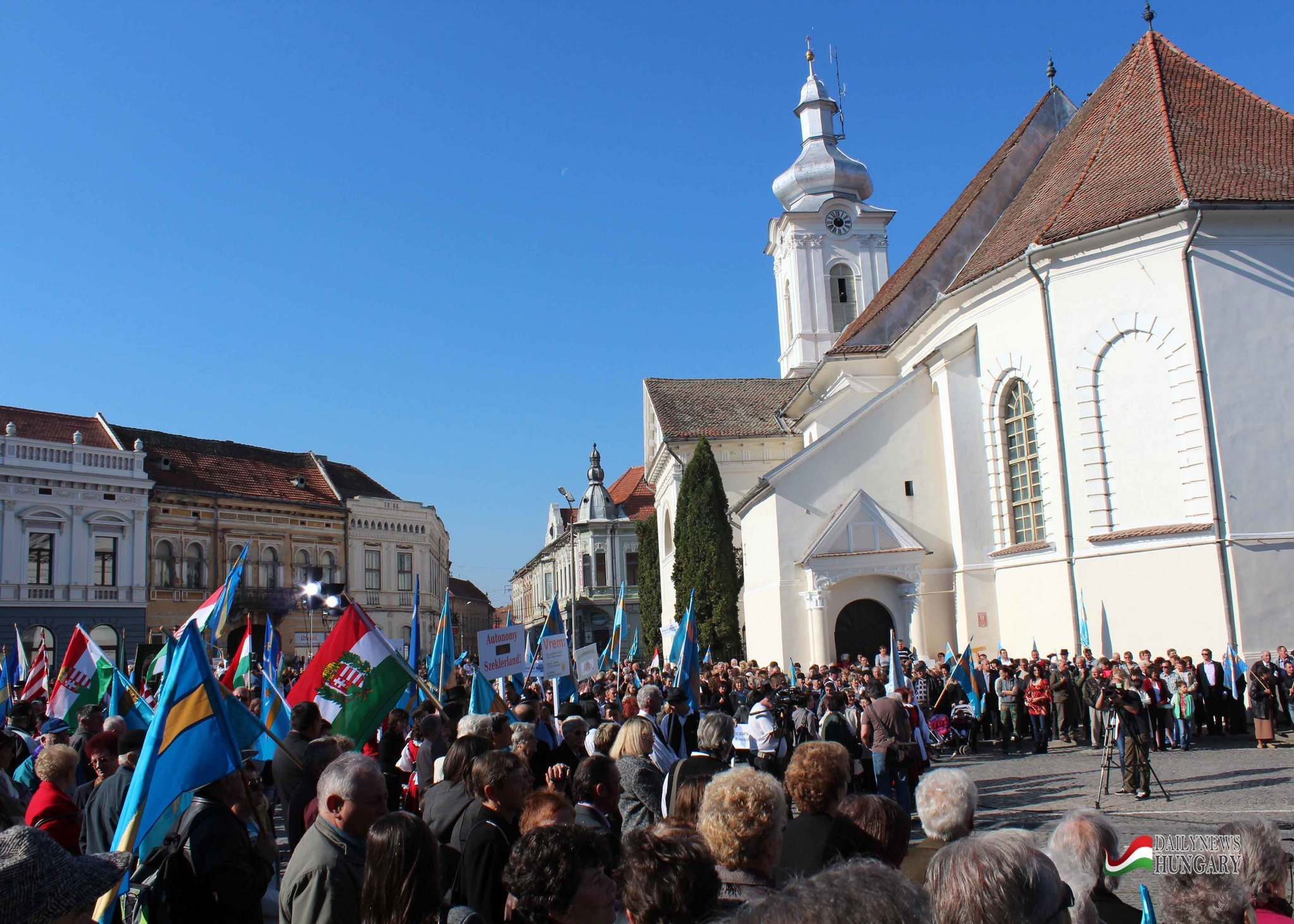 Hundred thousands of ethnic Hungarians for Autonomy – Photo Gallery