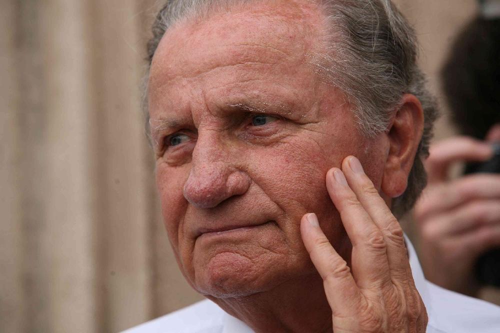 Former defence minister Lajos Für dies