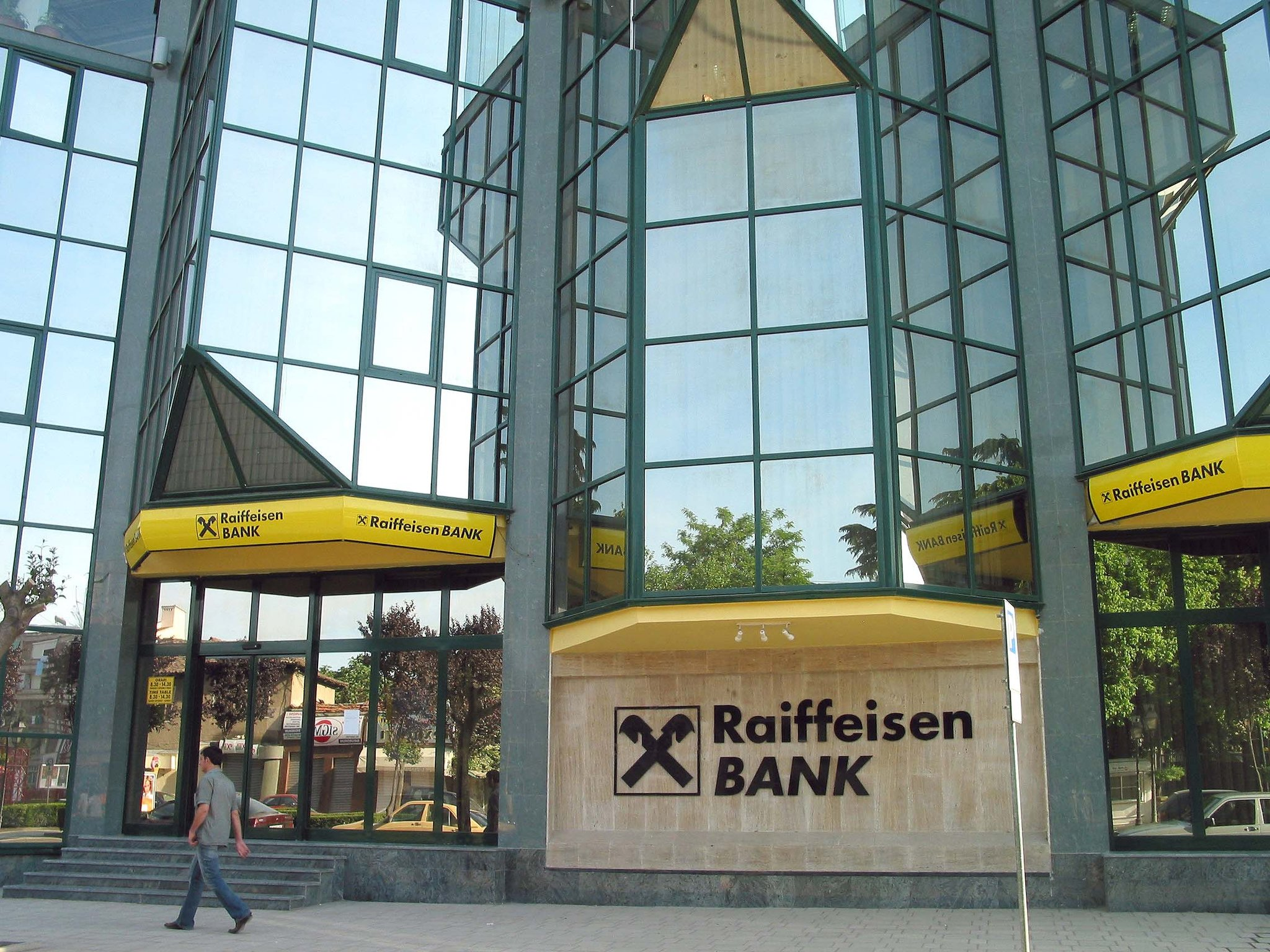 Raiffeisen says it has received offer for Hungarian unit