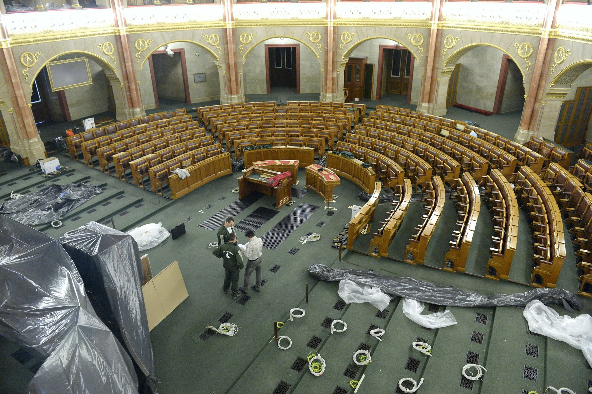 Historical Moment: Transforming The Hungarian Parliament – Photo Gallery
