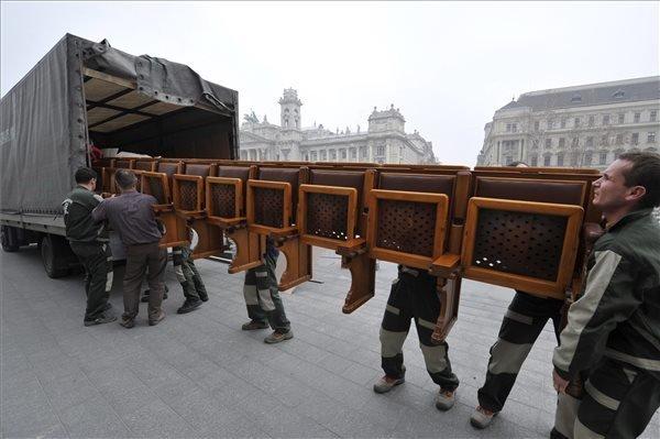 hungarian parliament-transforming-4
