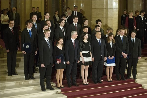 PM Orban congratulates Hungarian students for 2013 Olympics