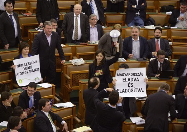 The Parliamentary Work stopped: Paks vote disrupted by opposition LMP lawmakers