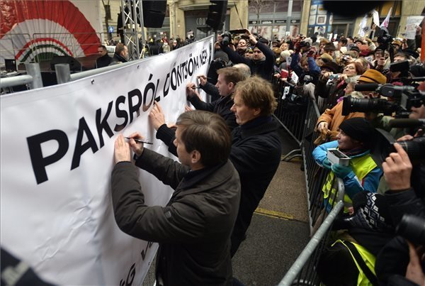 Left-wing parties protest Paks upgrade in Budapest