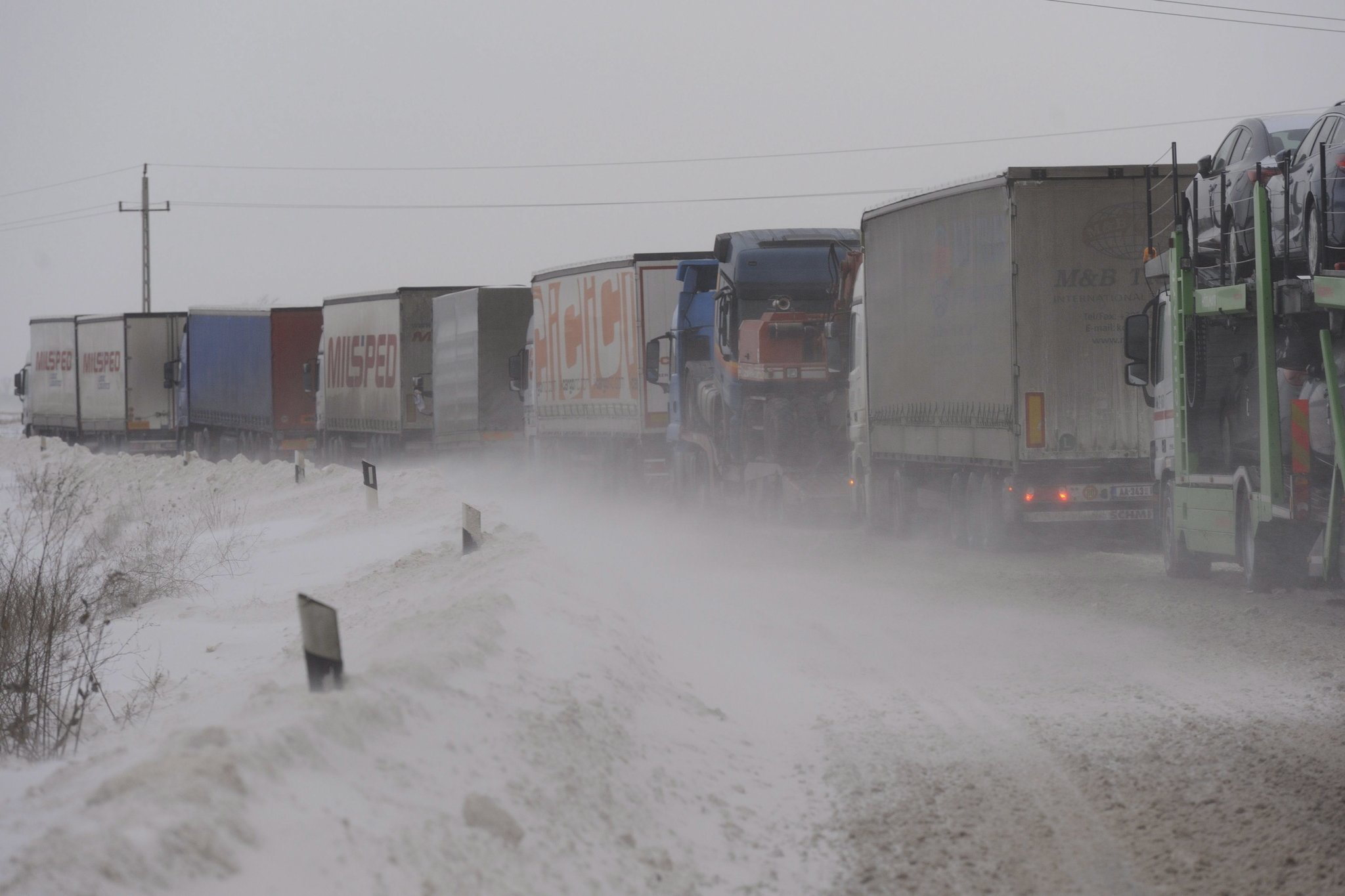 Hungarian drivers warned of icy roads