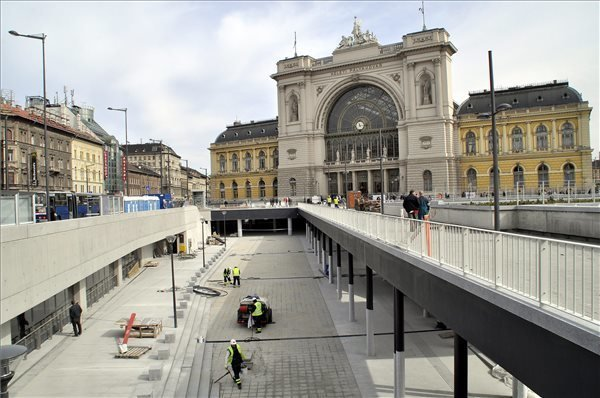 Train collided in Keleti train station, one man injured