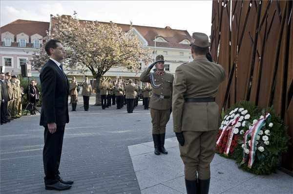 Budapest Mayor commemorates 1940 Katyn massacre
