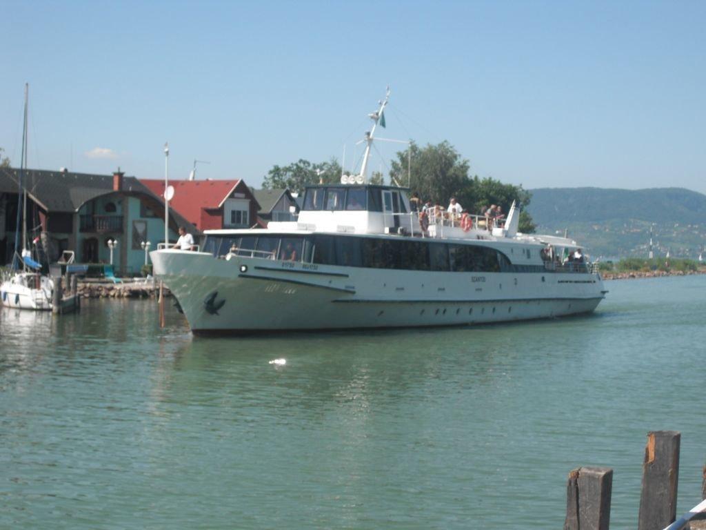 23 Port Serve The Tourists At Lake Balaton