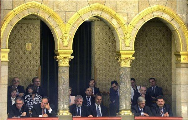 hungary-parliament-2014-6