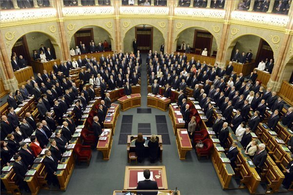 President Opens New Parlt Session, Proposes Orban For PM – UPDATE