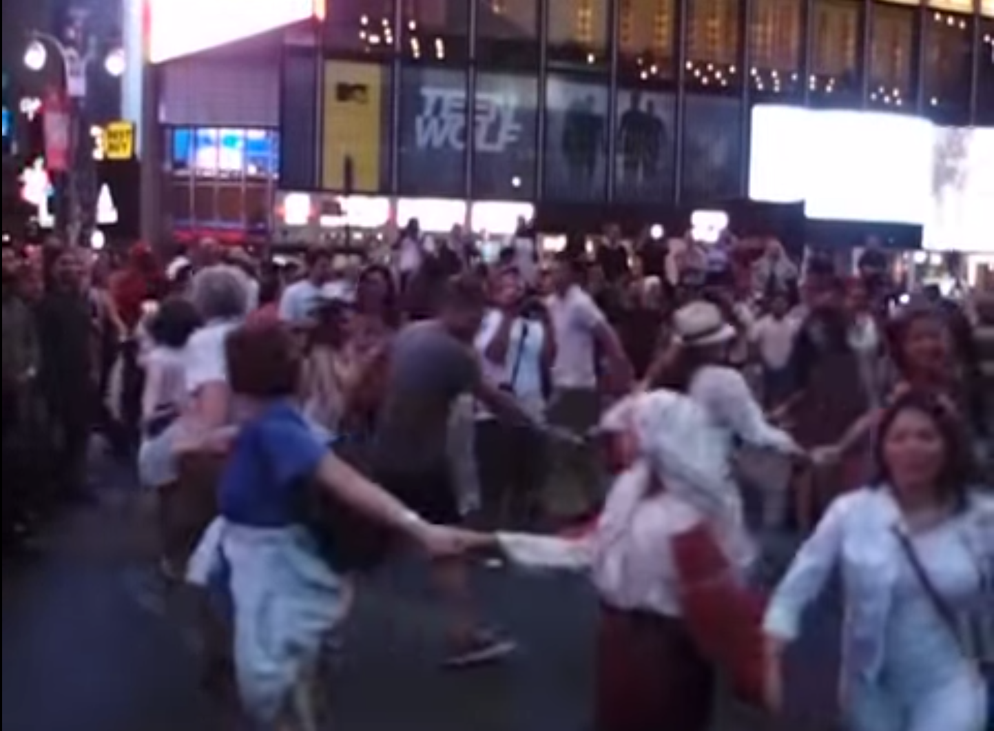 Hungarian Flash Mob At Times Square – VIDEO
