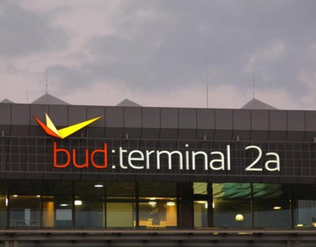 how to get to budapest from airport