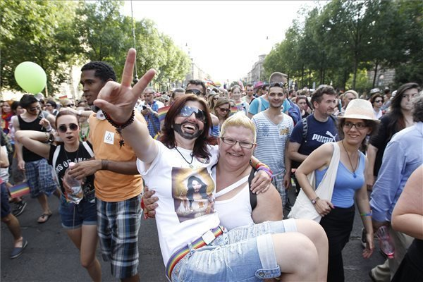 Budapest Pride March Held – Group Of Counter-Demonstrator
