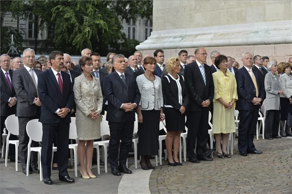 Government officials commemorate birth of Hungarian state