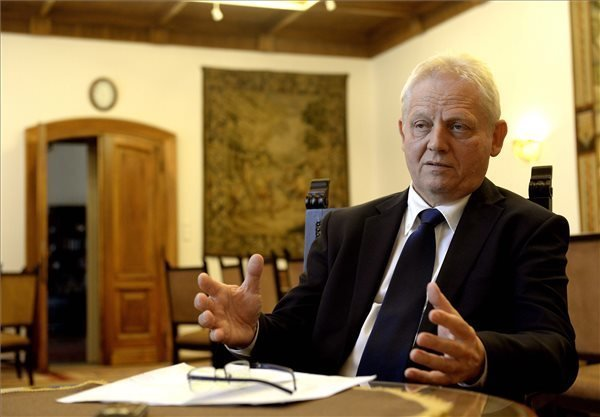 Budapest Mayor: transit zones can move from railway stations