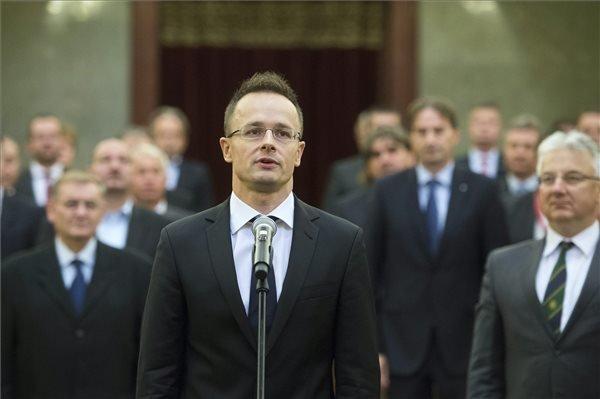 Szijjarto Takes Oath as Foreign Minister