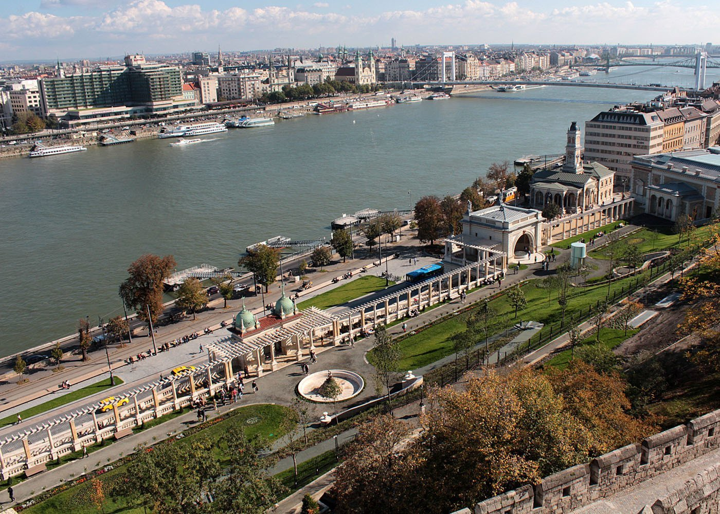 Man falling out of Buda Castle lookout – identity still unknown