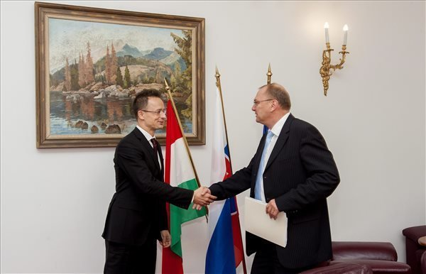 Hungarian Foreign Minister Szijjarto: Hungary to build two motorways to Slovak border by 2020