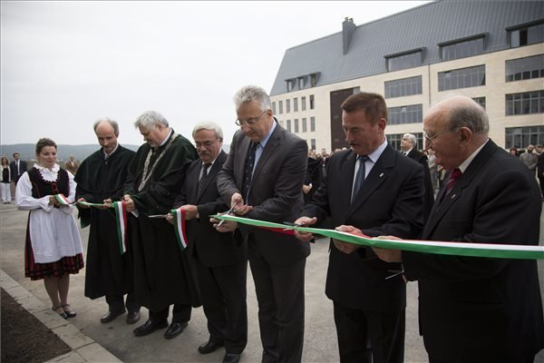 Deputy Prime Minister: Supporting Hungarian higher education in Transylvania primary mission