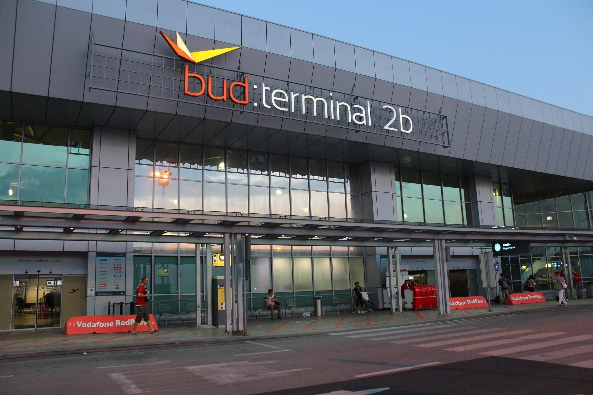 Aeroporto Budapest : Budapest airport projects passenger number record for