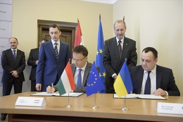 Szijjártó meets Transcarpathia Hungarian org, local leaders in Uzhhorod