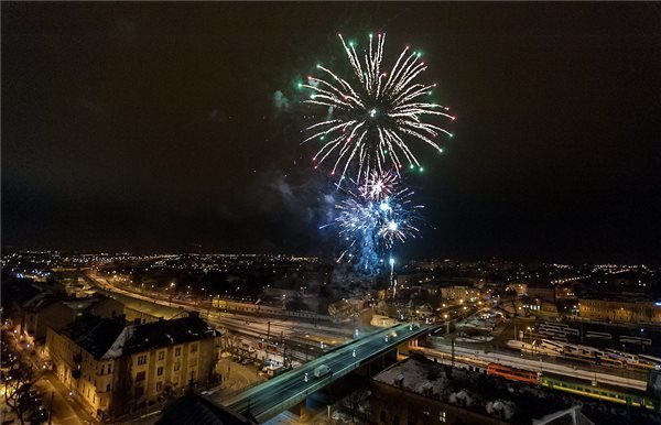 Photo Gallery: New Year's 2015 celebrations in Hungary