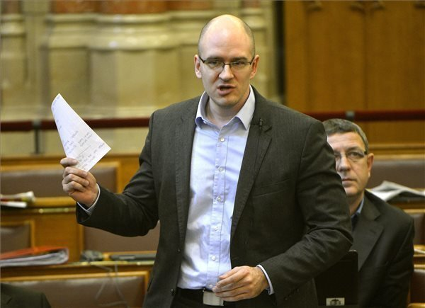 "NBH-scandal – Jobbik lambasts central bank governor over ""financing state"""