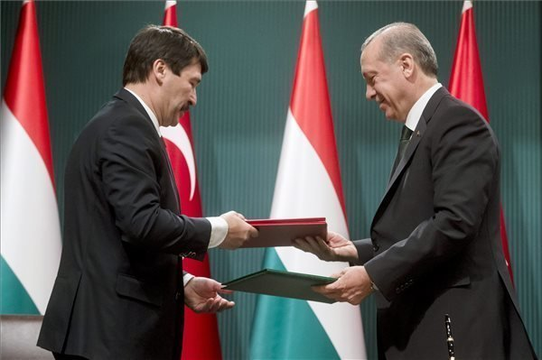 Hungarian, Turkish presidents call for expanding bilateral trade