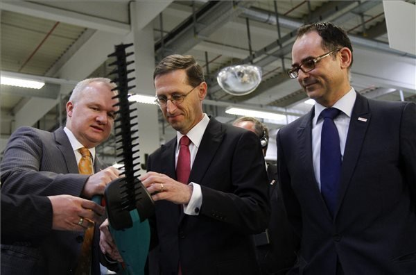 Economy minister attends Bosch project launch