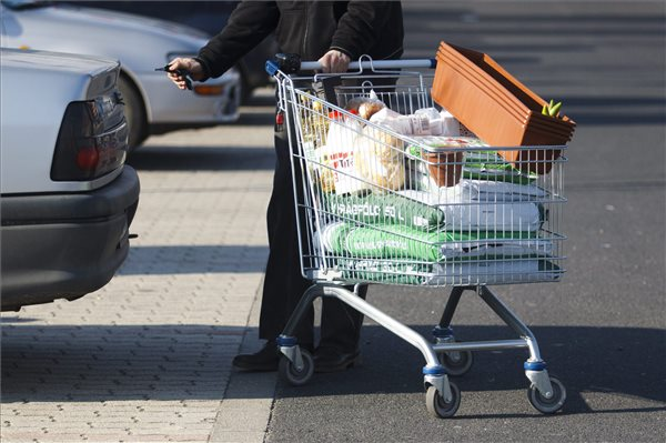 Lawmakers widen Sunday shopping restrictions