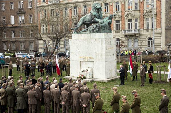 Defence minister commemorates WWI Przemysl siege