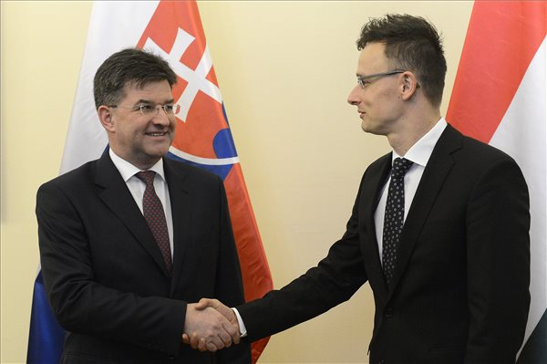 Hungary, Slovakia foreign ministers discuss infrastructure, energy cooperation