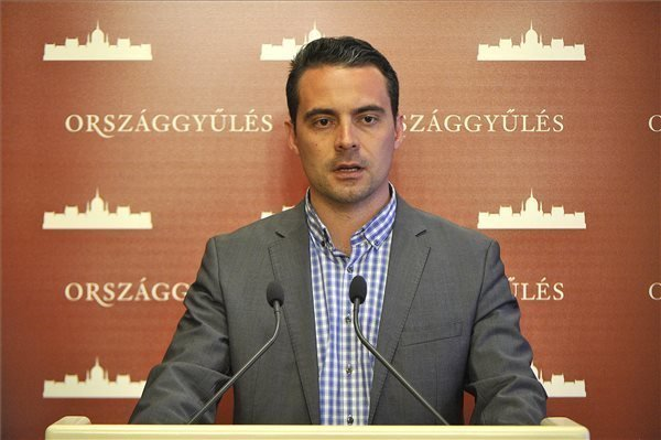Vona denies Jobbik receives Russian support