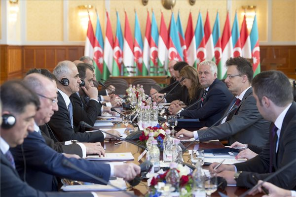 Hungarian-Azeri joint committee discussing energy cooperation