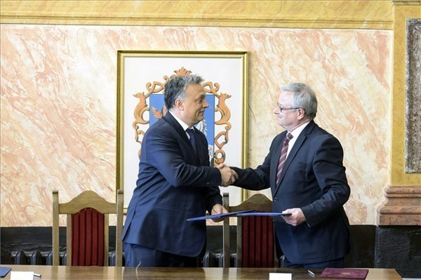 Orban promises four-lane road to Eger by 2018