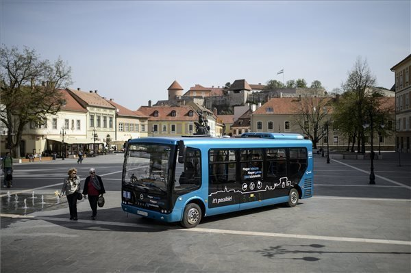 Government to finance electric buses for Budapest