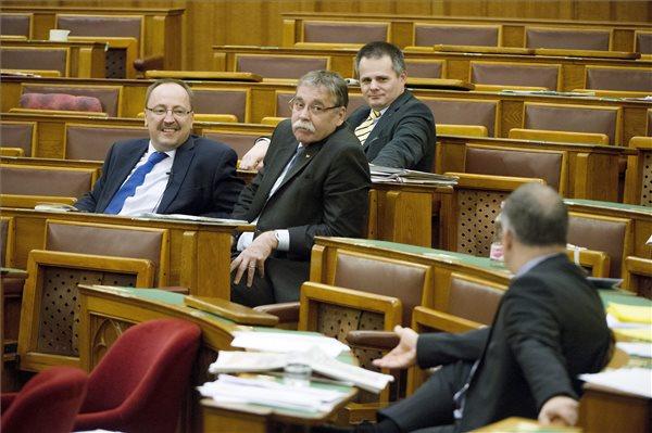 Poll – Fidesz lead stable