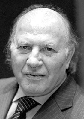 Nobel prize-winning author Kertesz receives French state award
