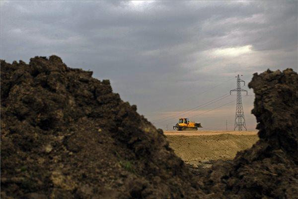 Government suspends motorway building after suspicion of cartel activity raised by EU