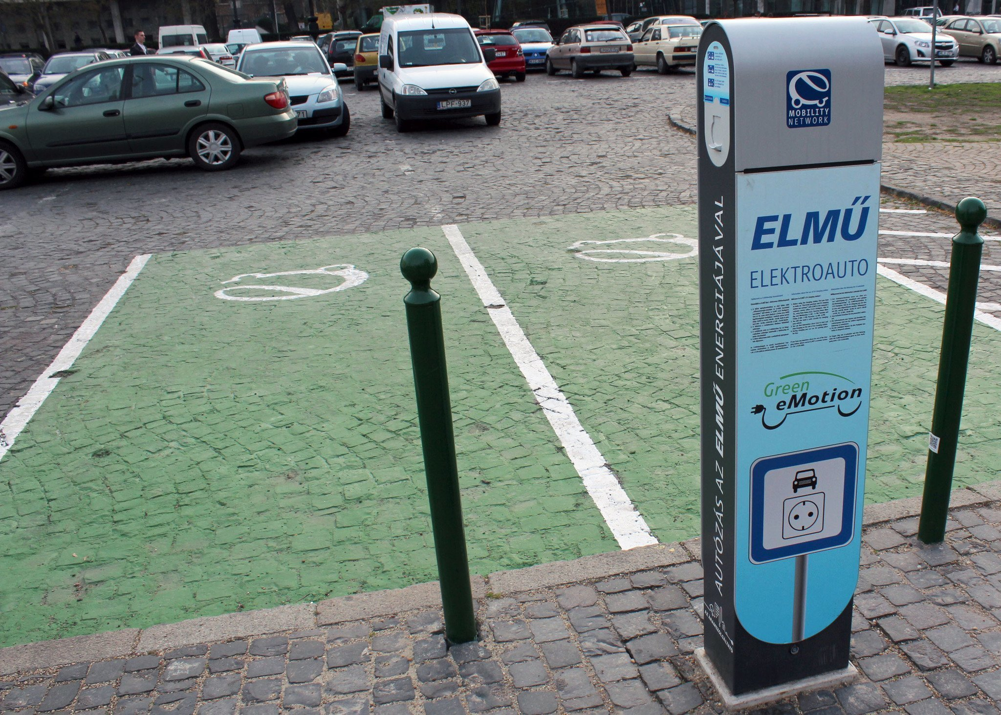 electric-car-budapest