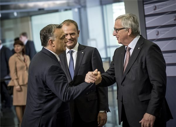 """Juncker known for informal style, spox says on greeting Orbán as """"dictator"""""""