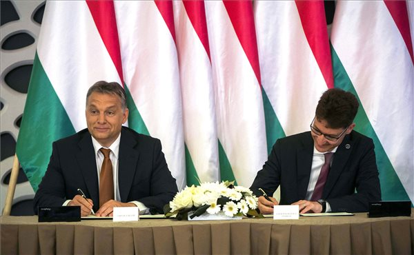 Orban signs Szekesfehervar development agreement
