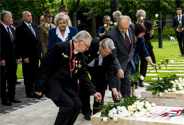 Hungarian politicians pay tribute to 1956 martyr Imre Nagy