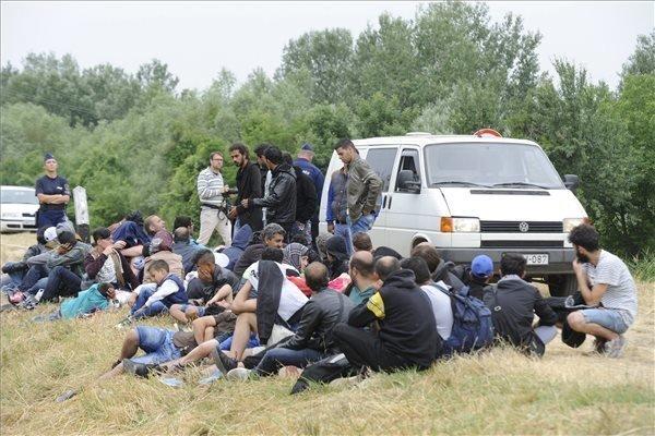 FM Szijjarto urges common European solution for immigration problem