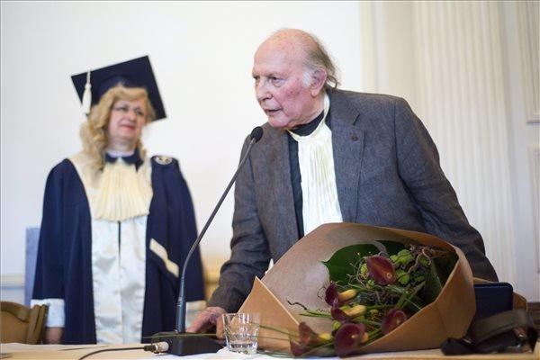 Nobel laureate writer Kertesz receives honorary degree