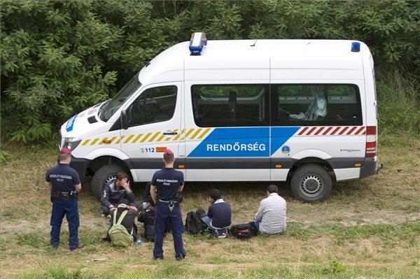 Jobbik: Police forces to the border!