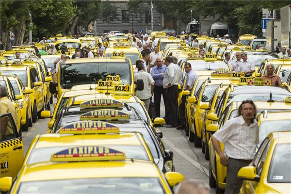 Budapest's traffic gets affected by taxi drivers' demonstration