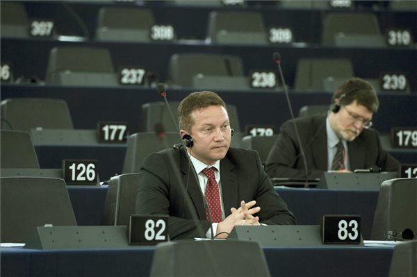 Socialists' Ujhelyi opposes EP's liberal group Article 7 initiative